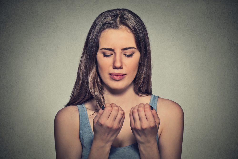 Symptôme de cancer chez la femme: changement au niveau des ongles.