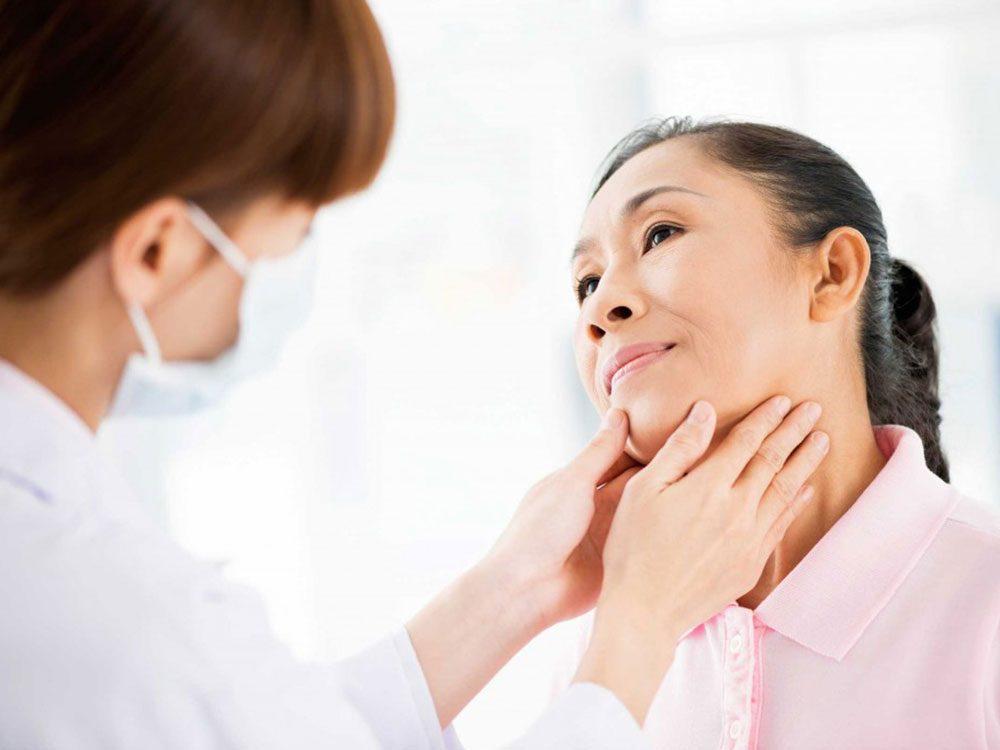 Vos cheveux montrent que vous souffrez peut-être d'un problème de thyroïde.