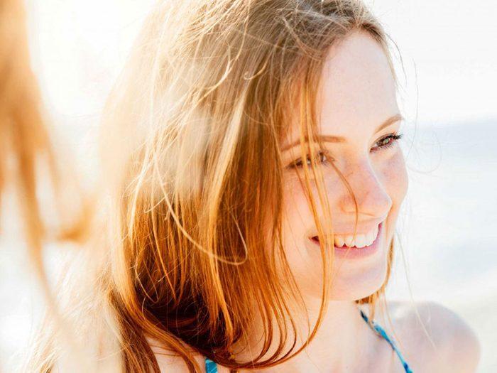Vous pourriez utiliser un meilleur écran solaire pour vos cheveux.