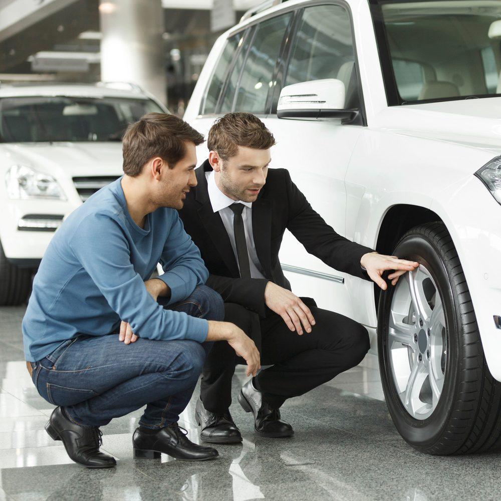 Tenez compte du prix de base des pneus et évitez les rabais postaux