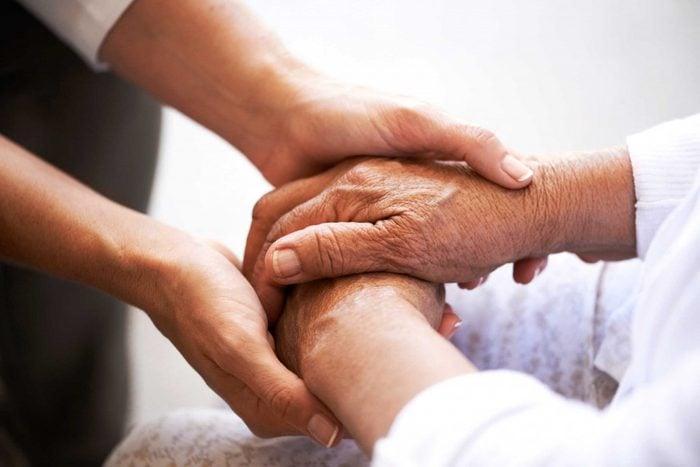 10. Vous aimeriez savoir pourquoi les personnes en santé contractent le cancer.