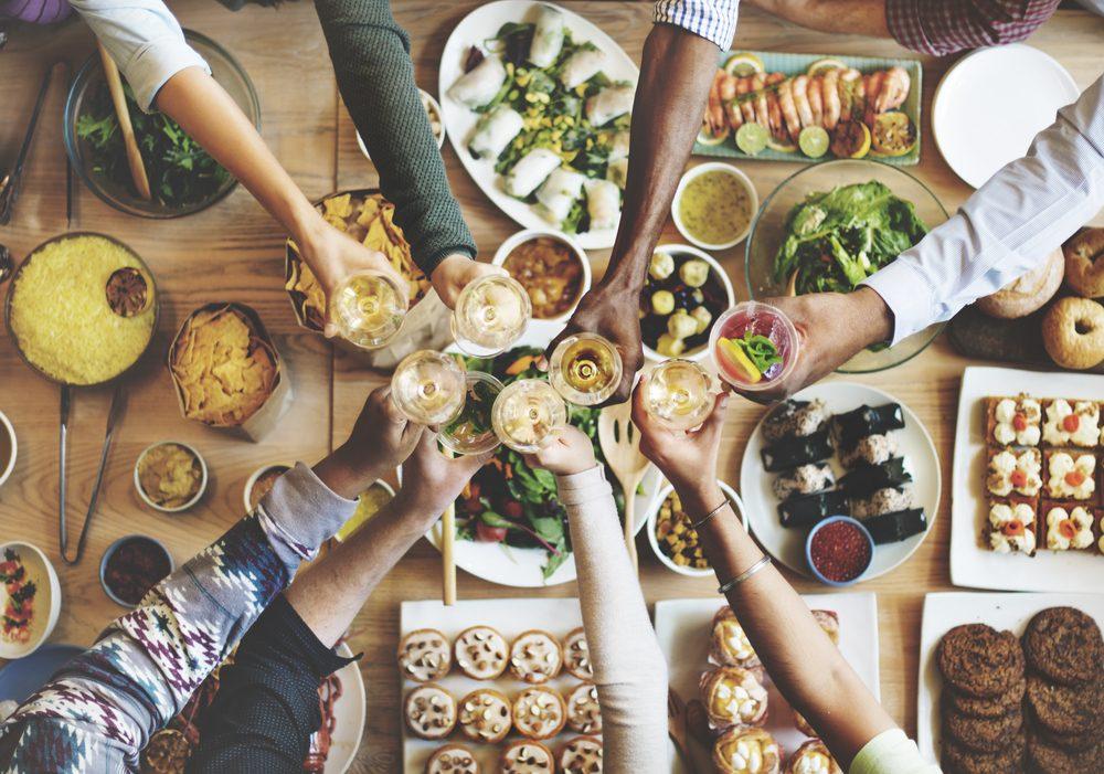 Pour augmenter votre métabolisme, cuisinez des repas santé à la maison.