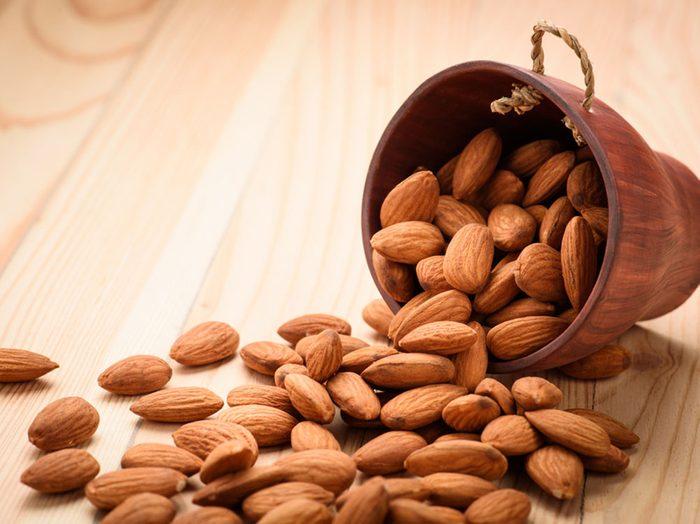 Les noix pourraient favoriser l'élimination de la graisse abdominale.