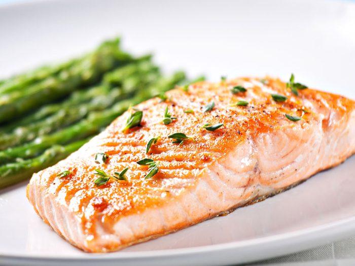 Le saumon favorise la perte de poids.