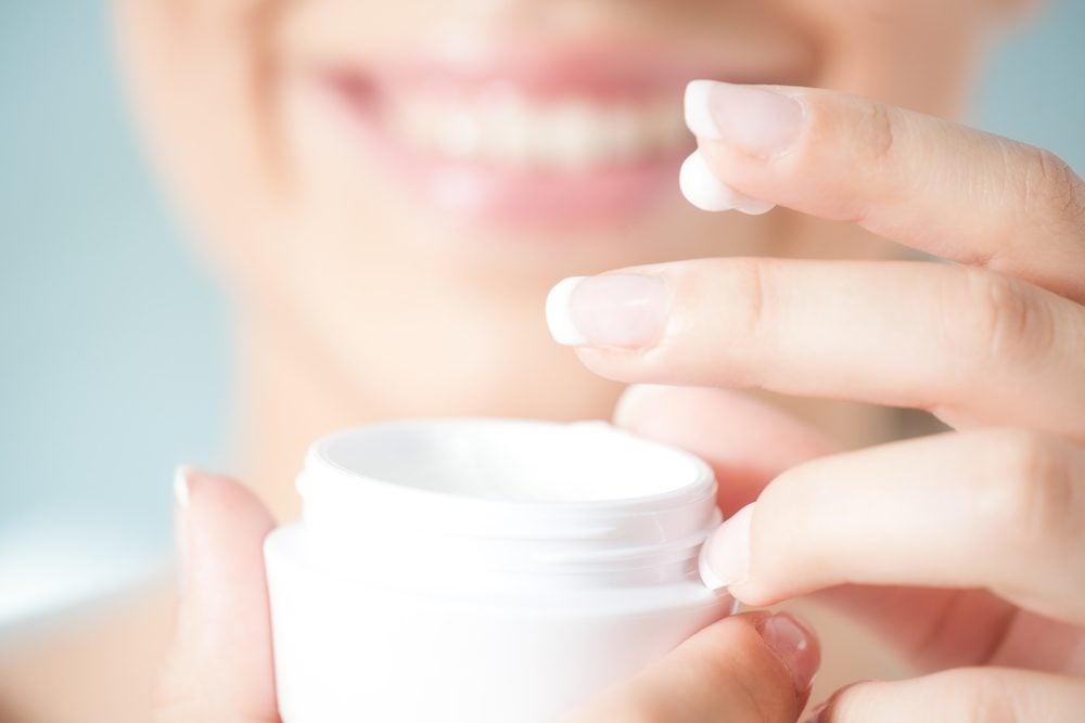 Les lotions hydratantes renferment souvent des éléments qui augmentent la photosensibilité.