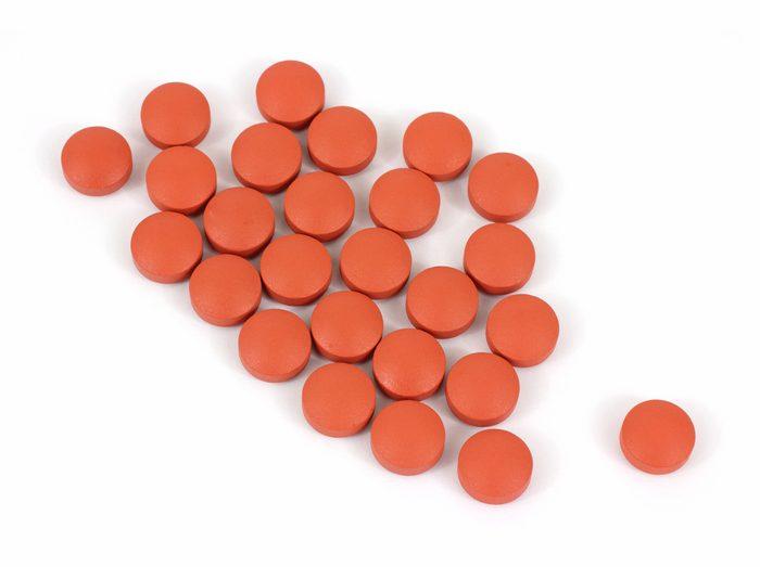 Les remèdes contre l'arthrite et les analgésiques communs, comme l'ibuprofène ou le kétoprofène, peuvent rendre rapidement la peau plus vulnérable au soleil.
