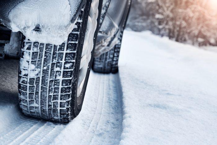 Un inconvénient de taille, les pneus 4 saisons sont dangereux et parfois interdits en hiver au Canada.