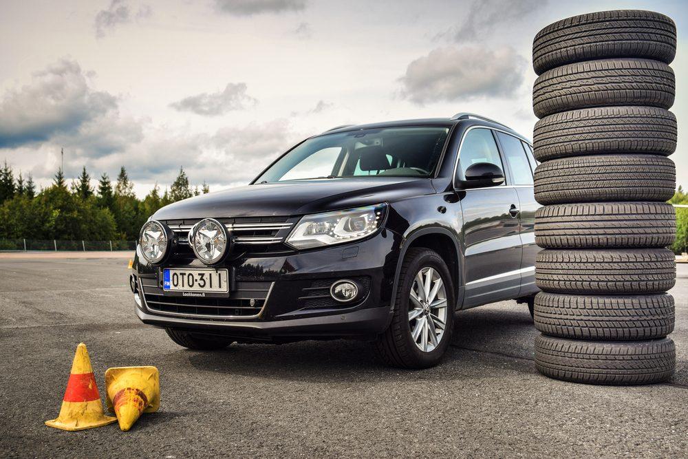 Le freinage moins rapide, moins réactif des pneus 4 saisons, un autre désavantage.