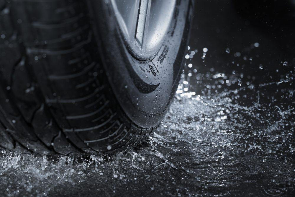 Autre désavantage: Les pneus 4 saisons ont moins d'adhérence et de traction.