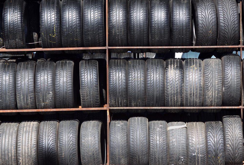 Considérez les pneus usagés s'ils sont en bon état