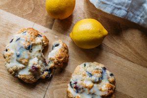 Recette classique de scones au citron et aux groseilles