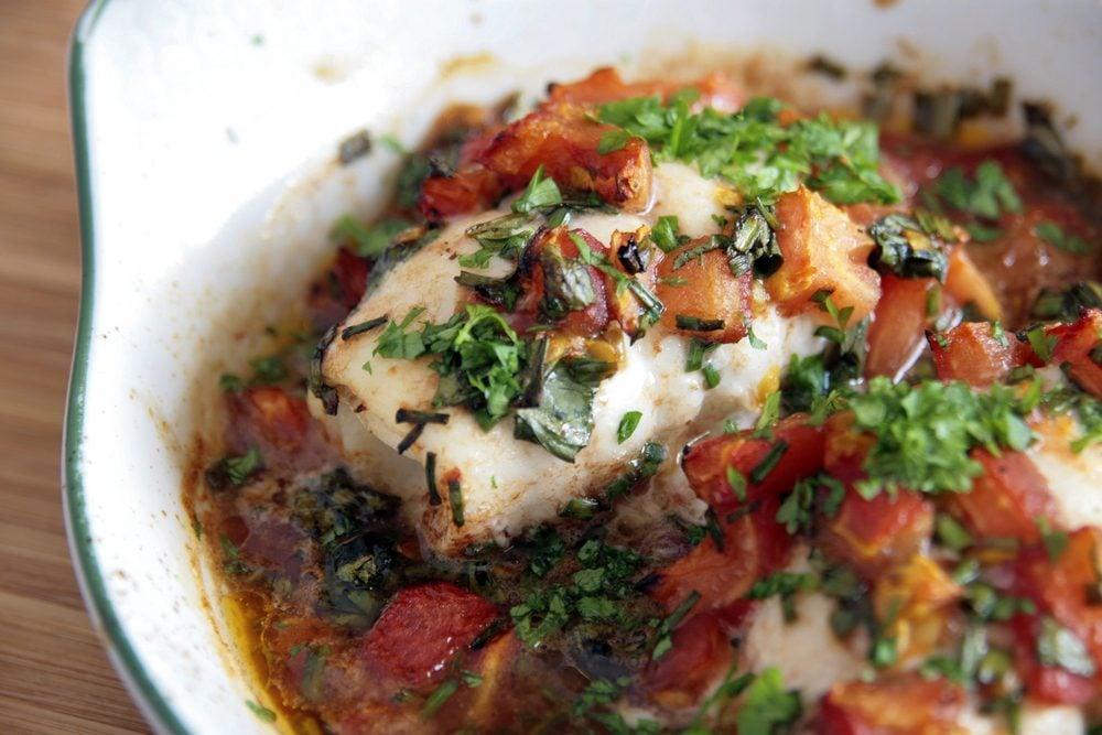 Une recette méditerranéenne de morue à la grecque.