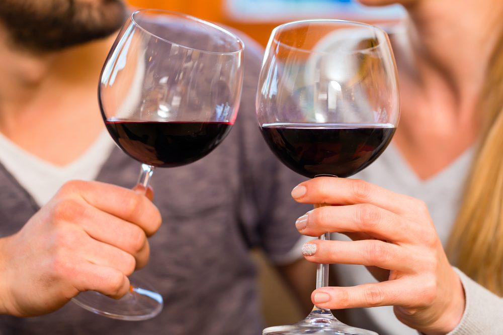 Comment stimuler votre système immunitaire: buvez du vin.