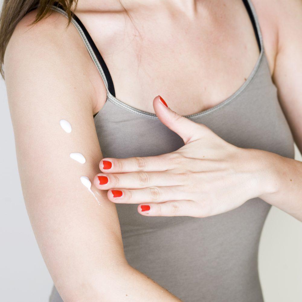 Comment stimuler votre système immunitaire: protégez-vous du soleil.
