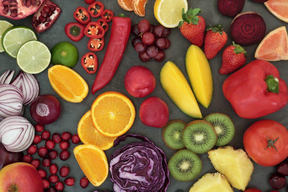 Renforcez votre système immunitaire avec les aliments, notamment les fruits et légumes.