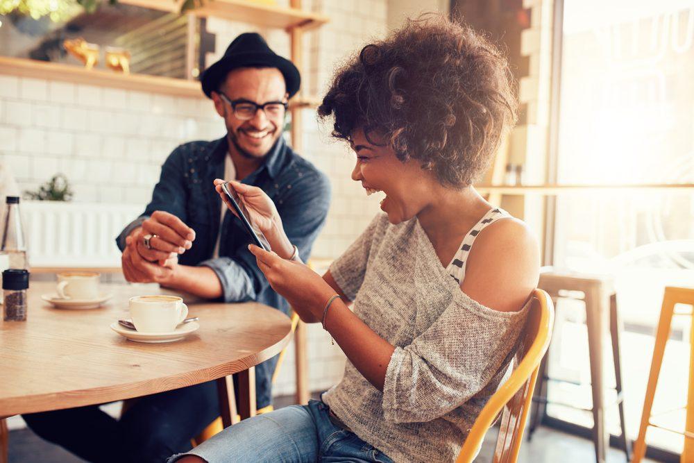 Stimulez votre système immunitaire, riez, chantez et écoutez de la musique!