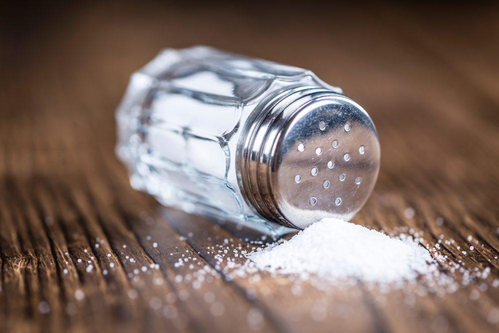 Diminuez votre consommation de sodium pour réduire votre tension artérielle.