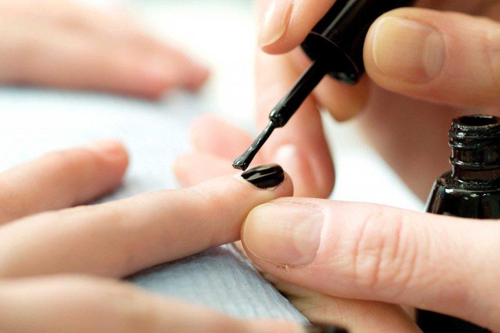 Votre vernis ongles les 9 choses qu 39 il d voile sur vous - Vernis a ongle noir ...