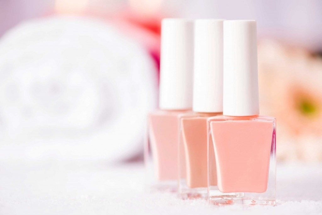 vernis-ongles-rose-perle-allure-professionnelle