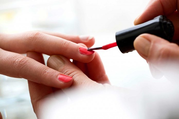 vernis-ongles-rouge-classique