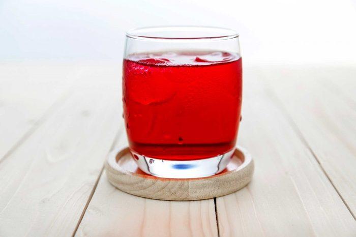 Mettez de la glace dans vos verres pour couper les calories.