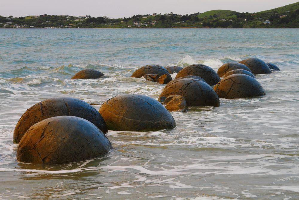 Les rochers Moeraki en Nouvelle-Zélande