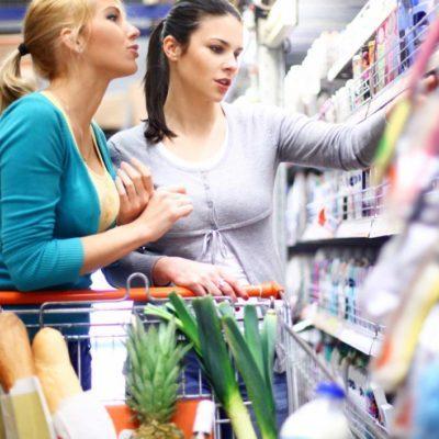 Faites l'épicerie avec vos amies et cuisinez des plats santé avec elles pour maigrir.