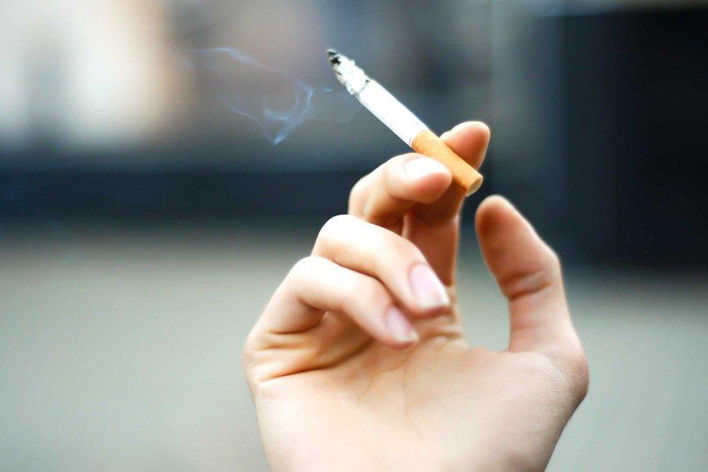 Grisonnement-cheveux-cigarette.