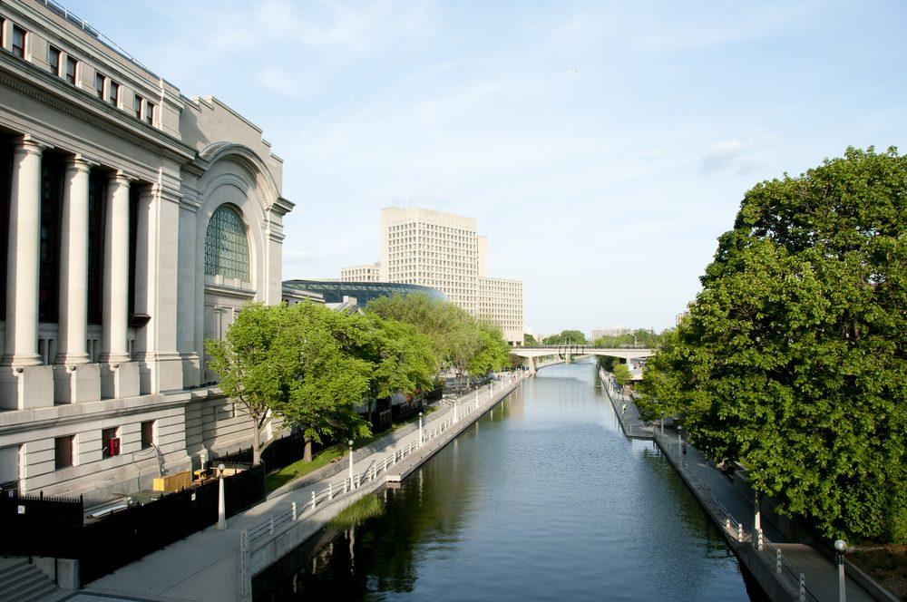 Le canal rideau, l'un des meilleurs sites et destinations touristiques à Ottawa.