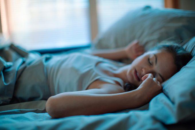 L'excès alimentaire peut causer des troubles de sommeil.