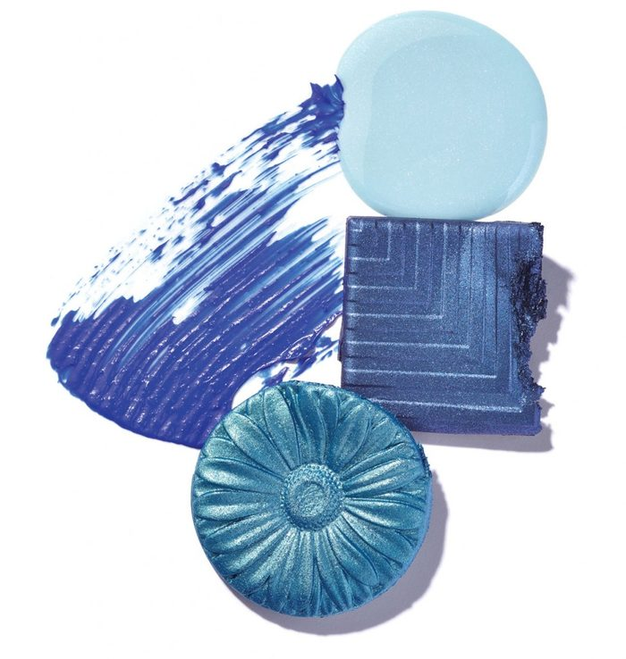 Le maquillage bleu est-il idéal pour votre teint?
