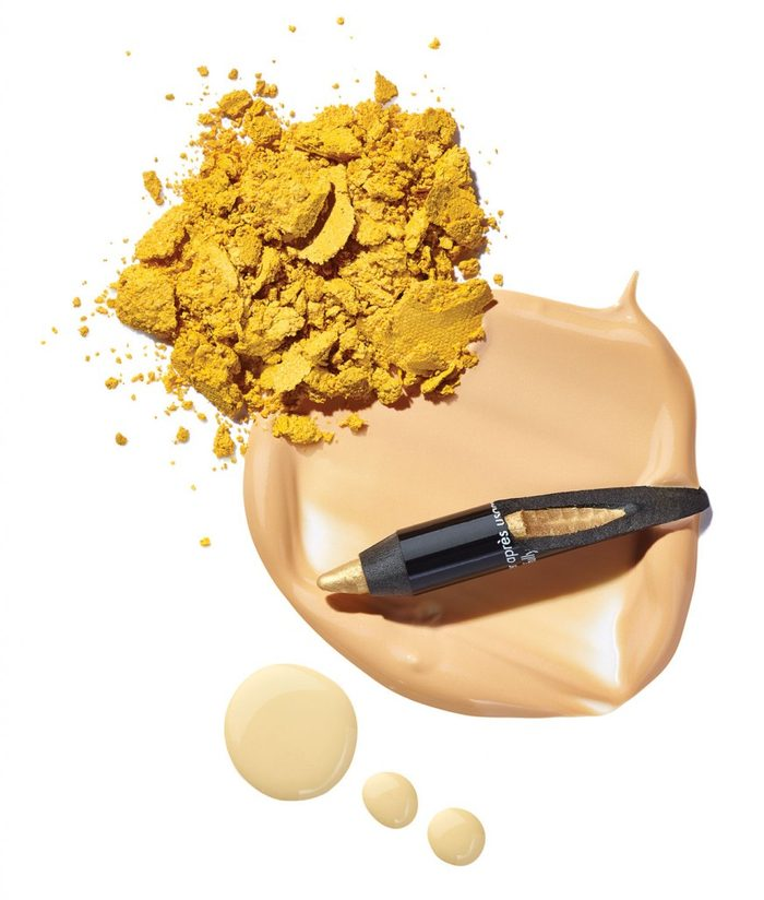 Un maquillage jaune pour sortir de l'ordinaire.