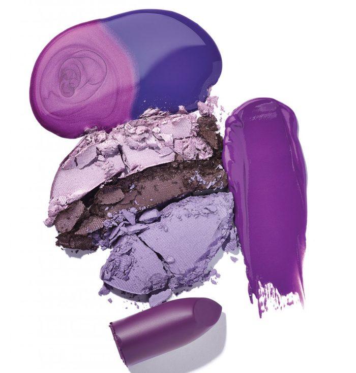 Le maquillage violet, une couleur complémentaire.