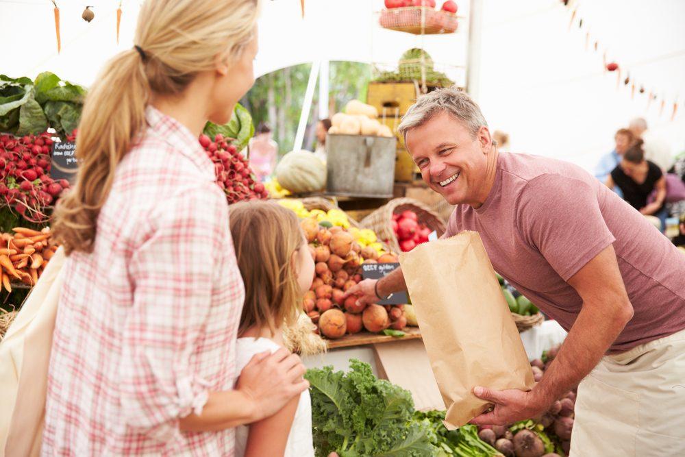 Vous pouvez échanger avec les producteurs dans les marchés publics.