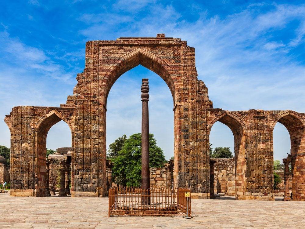 Monument mystérieux: le pilier de fer à Delhi.