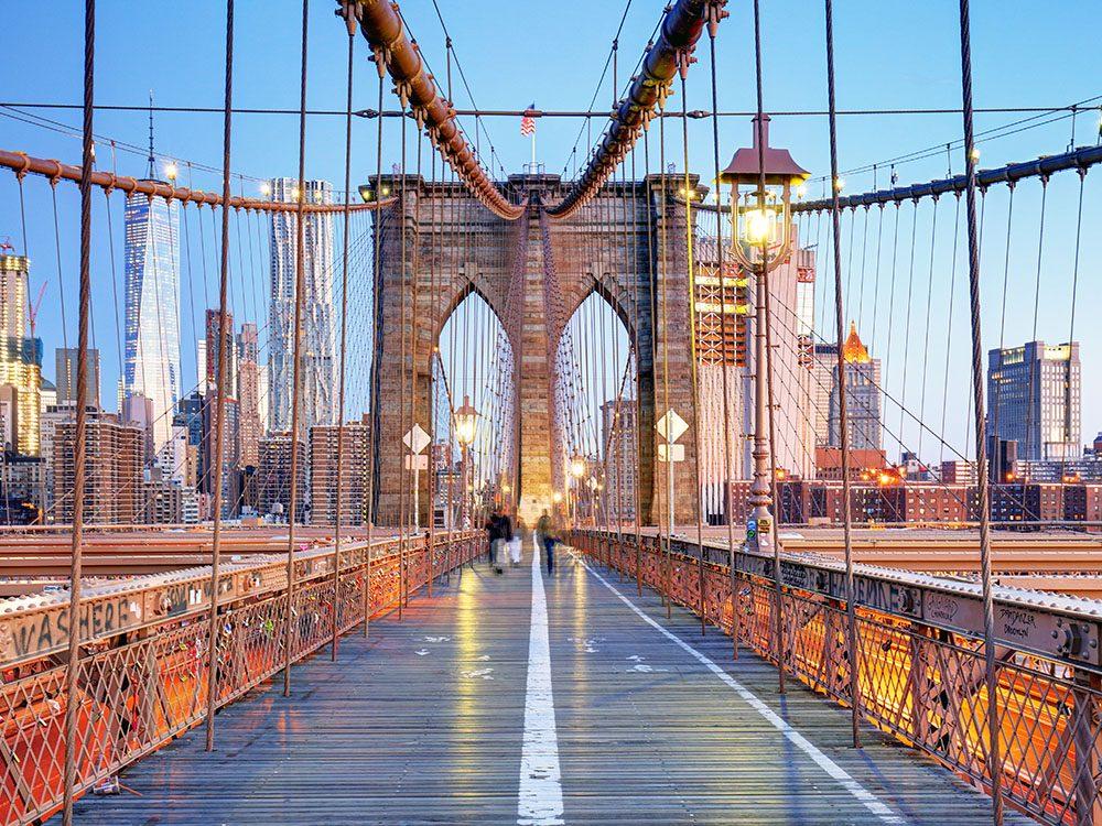 Quoi faire à new york: traverser le Brooklyn Bridge.