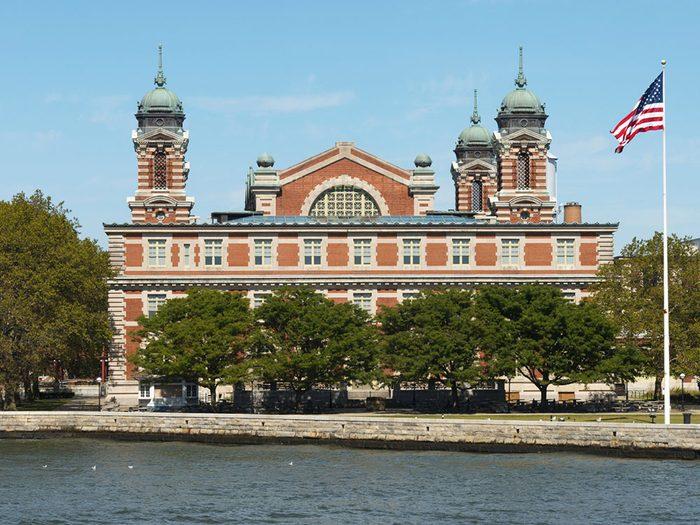 Quoi faire à new york: visiter Ellis Island.
