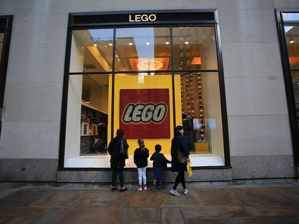 Quoi faire à new york: redevenir un enfant dans la boutique Lego.
