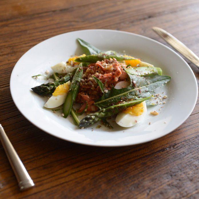 Salade de riz à l'espagnole au saumon rouge sauvage et shiitake
