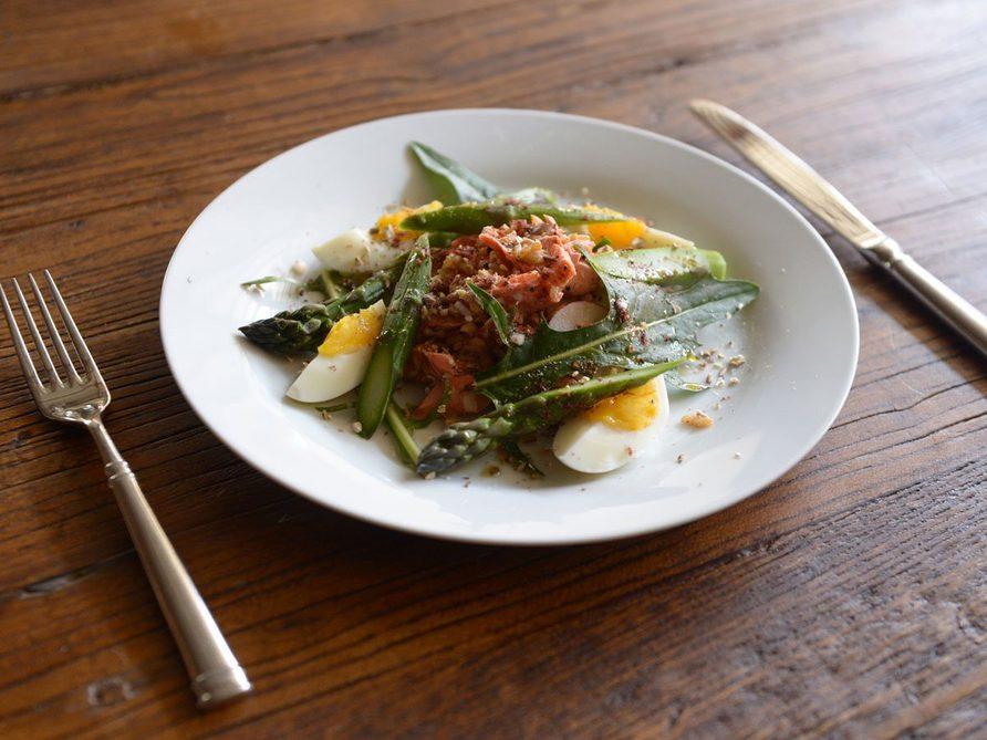 La meilleure recette de salade de riz au saumon et shiitake.