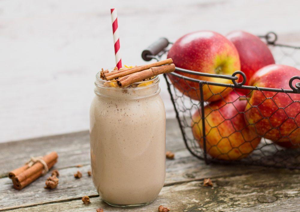 Un smoothie santé pommes et muesli