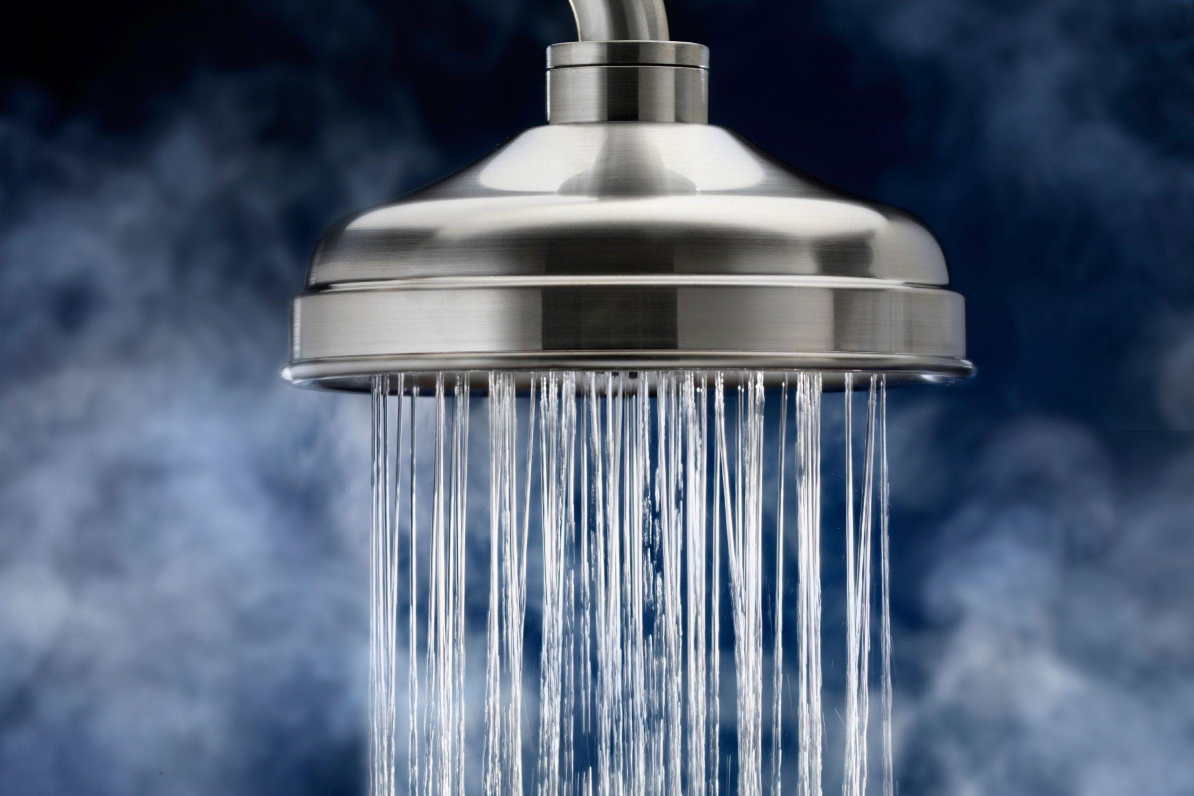 Les douches trop chaudes sont nuisibles pour la peau.