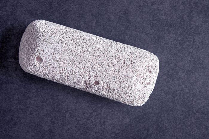La pierre ponce est parfaite pour nettoyer le four.