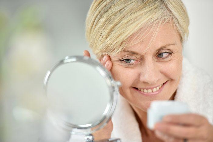 La poudre à maquillage vous fait paraître plus vieille.
