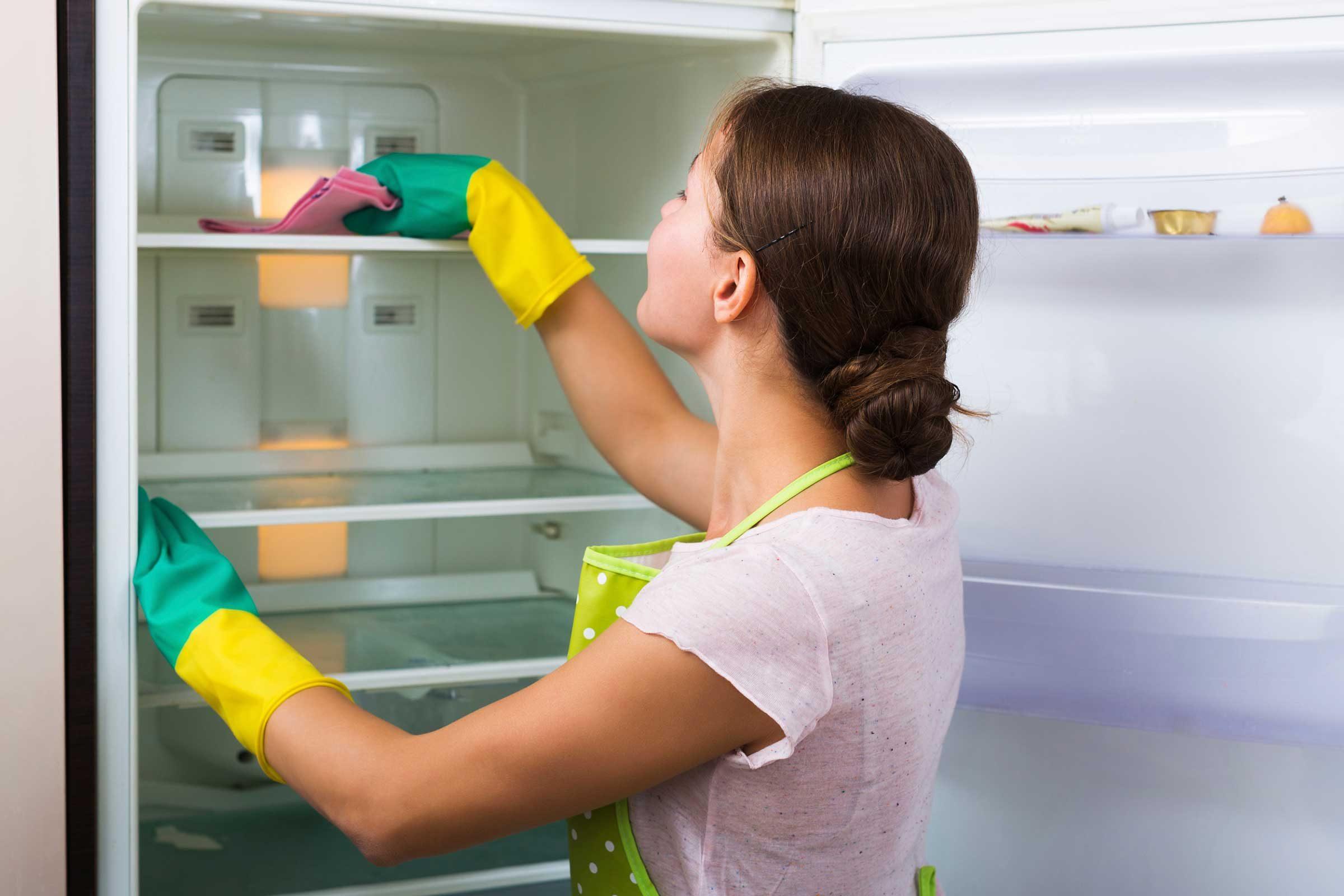 Le vinaigre est parfait pour nettoyer le réfrigérateur.