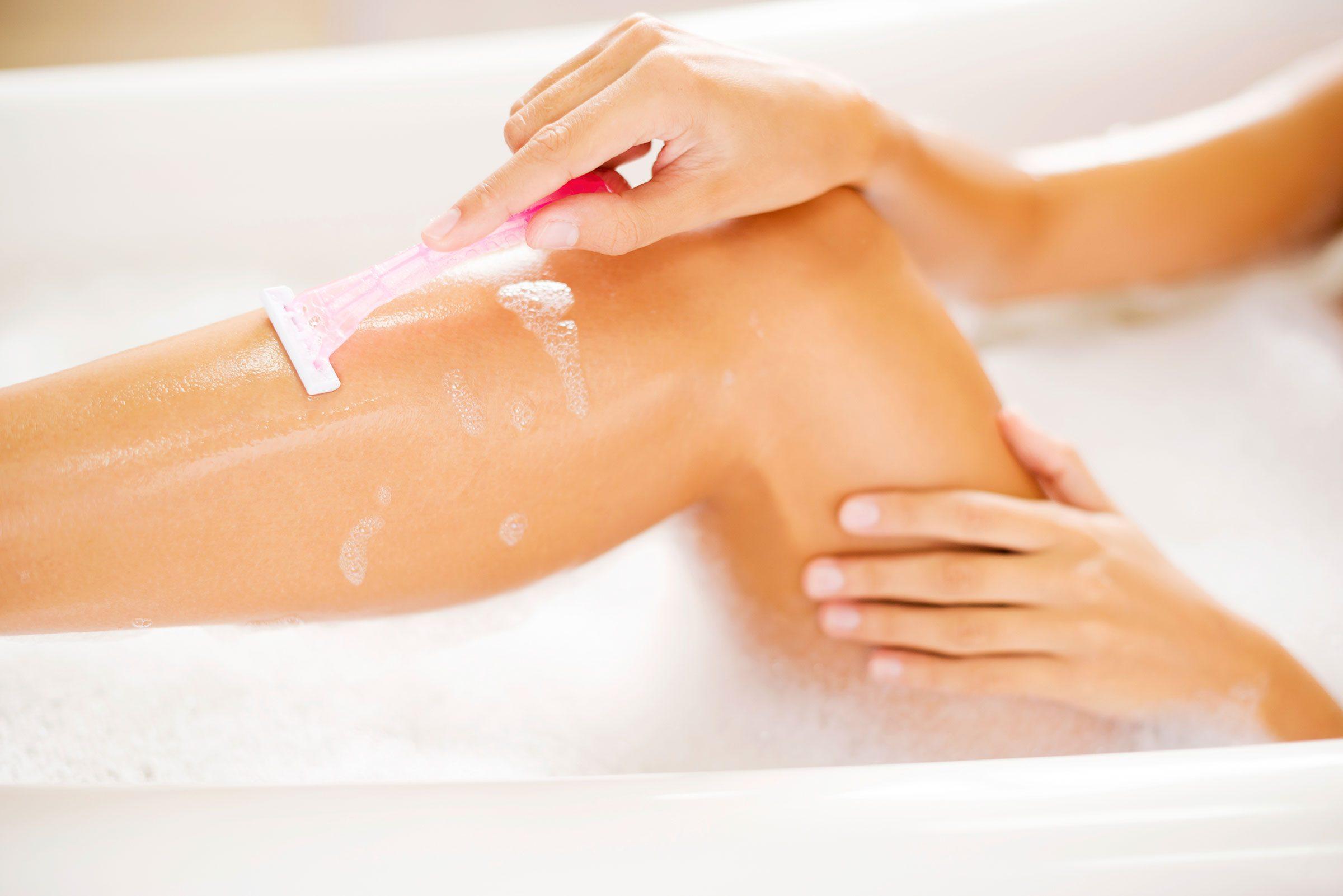 Trop de lames sur votre rasoir peut vous blesser sous la douche.