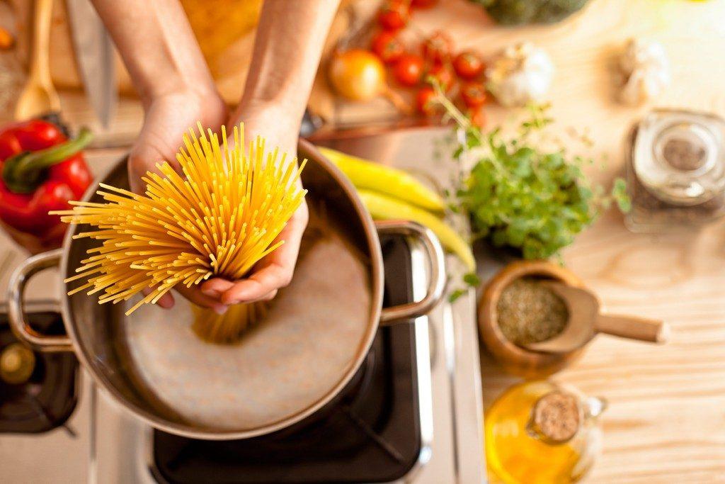 Les aphrodisiaques naturels les plus efficaces: les pâtes au pesto.