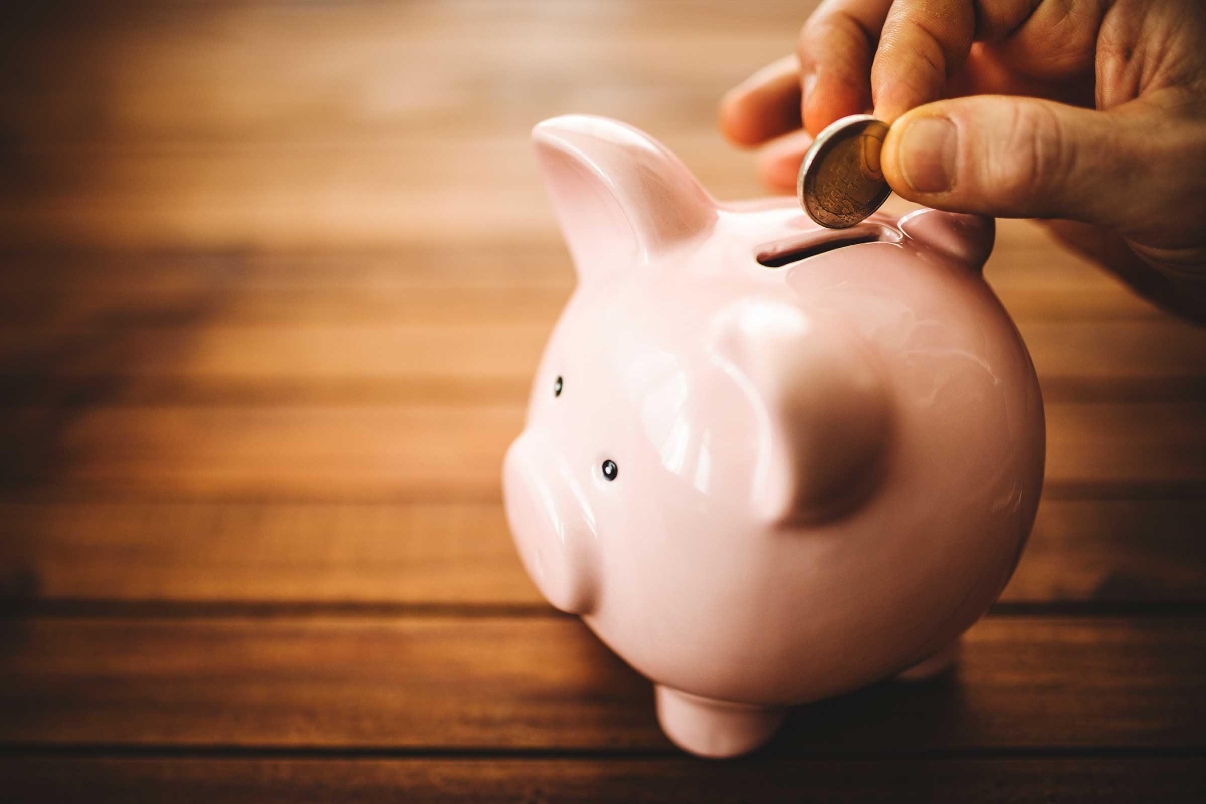 Les gens qui épargnent de l'argent commencent tôt.