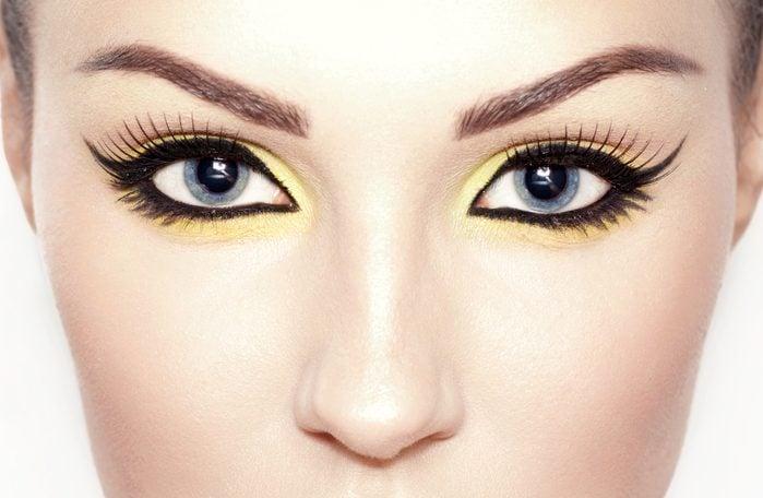 Un peu de couleur dans votre maquillage peut vous faire paraître plus jeune