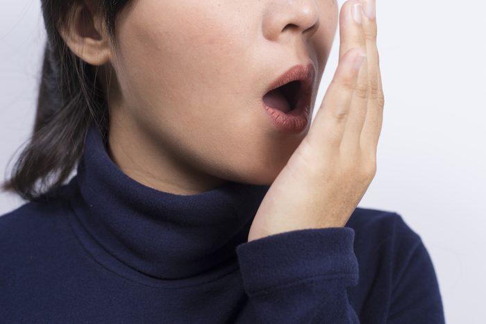 Si vous avez mauvaise haleine, vous pourriez être déshydraté